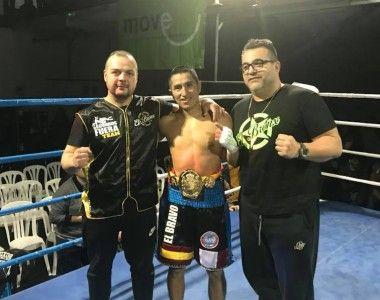 Juan Hinostroza noquea a Moncho Mirás y es el nuevo campeón de España del peso mosca
